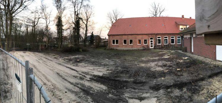 Das Baufeld wird vom Bauhof eingerichtet