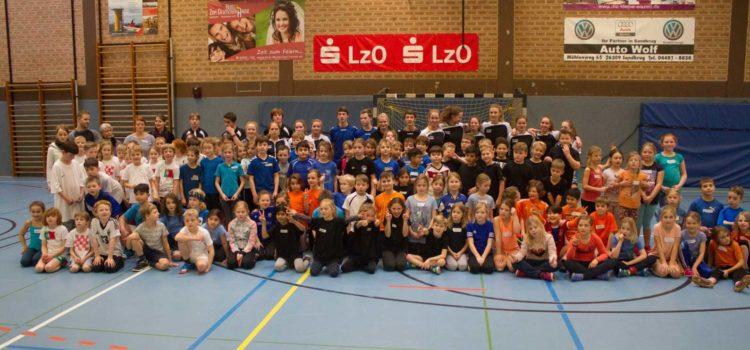 Unsere 3. Klassen nehmen am Handball Spielefest des TSG teil