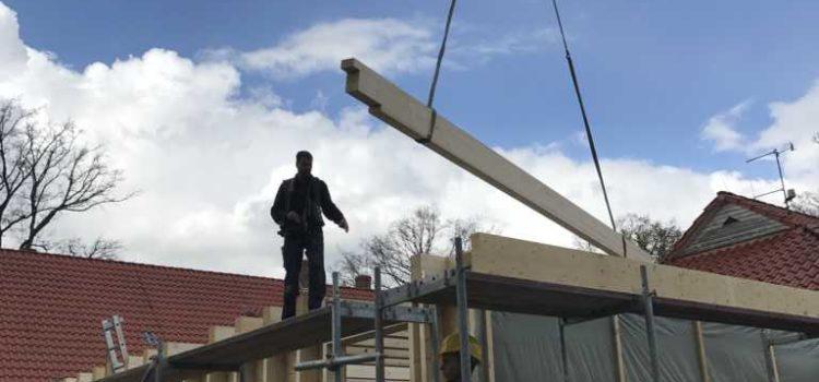 Die Wände & das Dach werden aufgebaut