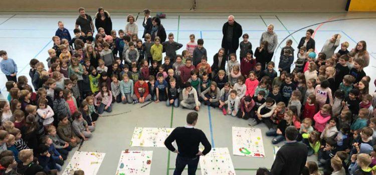 Schul-Spielplatzplanung im Standort Sandkrug mit den Schülern und dem Bürgermeister